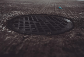 How to install the manhole cover?